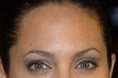 Angelina Jolie - fryzury i makija�