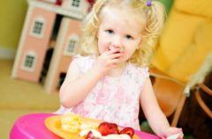 Dzieci jedz� oczami
