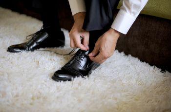Podwy�szaj�ce buty �lubne dla niskich Pan�w M�odych