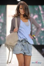 Romantyczny Dziki Zach�d na pokazie Orsaya - wiosna/lato 2010 - kurtki d�insowe