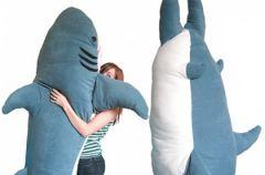 Daj si� po�kn�� rekinowi