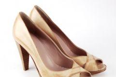 Kolekcja obuwia Venezia w odcieniach bia�ego i ecri wiosna-lato 2009