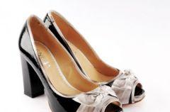 Kolekcja obuwia Venezia w odcieniach czerni wiosna-lato 2009