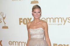 Kreacje gwiazd na Emmy 2011