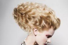 Ekstrawaganckie upi�cia d�ugich w�os�w - fryzury wieczorowe