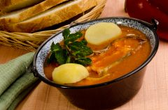 Hal�szl� - w�gierska zupa rybna