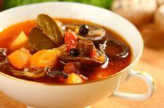 Zypy, sosy i inne dania z grzyb�w