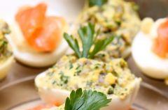 Jajka faszerowane zielon� past�