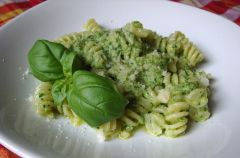 Gotuj z We-Dwoje: Aromatyczny zielony sos do makaronu