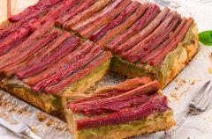 Przepisy na rogaliki i ciasto z rabarbarem