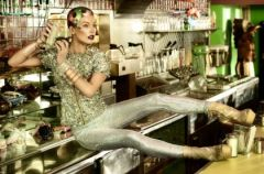 Milla Jovovich dla Harpers Bazaar - stylizacja z przysz�osci