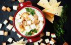 Kulinarne r�no�ci - Rozgrzewaj�ca zupa serowa z grzankami
