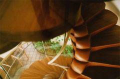 Niezwyk�e schody na zwyk�e pi�tro
