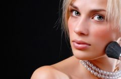 5 sekret�w makija�u wra�liwej cery