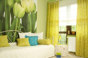 Niewielki salon w odcieniach zieleni - stylizacja salonu