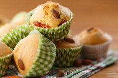 Muffiny z migda�ami i brzoskwini�