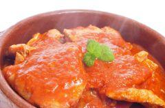 Steki ciel�ce w sosie pomidorowym