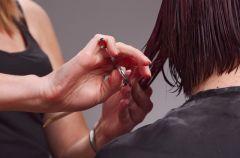 Farbowanie w�os�w, strzy�enie i lekko drapie�na stylizacja