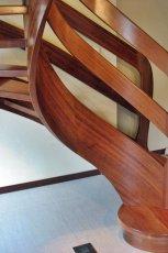 Drewniane schody gi�te