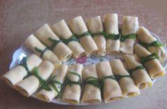 Serowe roladki z szynk�