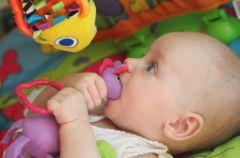 Zabawy dla maluch�w - od 3 do 6 miesi�ca