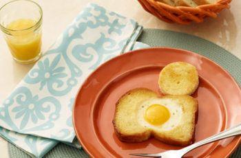 Pomys� na �niadanie - jajko sadzone w chlebie