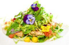 Kwiaty na talerzu - czy s� warto�ciowym dodatkiem do posi�ku?