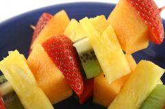 Owocowe szasz�yki z grilla