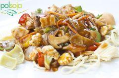 Spaghetti z tofu marynowanym, warzywami i pieczarkami
