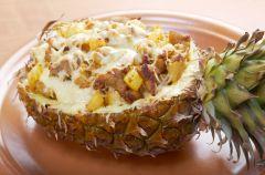 Kurczak zapiekany z serem w ananasie