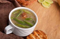 Zupa fasolowa z klopsikami