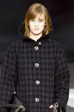 Srebro na powiekach z pokazu Chanel na jesie� i zim� 2013