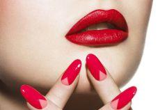 Tr�jk�tny moon manicure - hit wiosny 2013