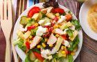 Kulinarne r�no�ci - Wiosenna sa�atka z ��tym serem i kurczakiem