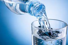 Jak picie wody wp�ywa na zdrowie i urod�?