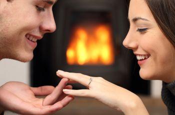 Na kt�rym palcu nosi si� pier�cionek zar�czynowy?