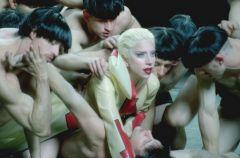 """Ona znowu to robi! Nowy """"nagi"""" teledysk Lady Gaga"""