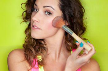 Kosmetyki mineralne - spos�b nak�adania
