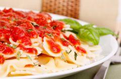 Makaron z sosem ze �wie�ych pomidor�w