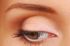 Jak wykona� makija� przy opadaj�cych powiekach?