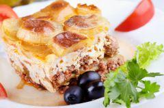 Grecka musaka czyli bak�a�any z mi�sem i ziemniakami