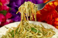Spaghetti z sosem szpinakowym
