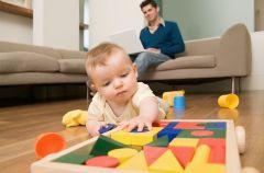 W co si� bawi� z niemowlakiem?