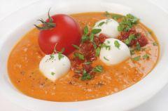 Zupa pomidorowa z mozzarell�