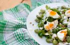 Kuchnia wegetaria�ska - Sa�atka z bobem, jajkiem i sosem czosnkowym