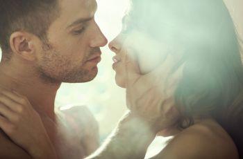 Jak dotyka� partnera - zmys�owy i czu�y dotyk