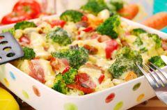 Zapiekanka z broku�ami i pieczarkami