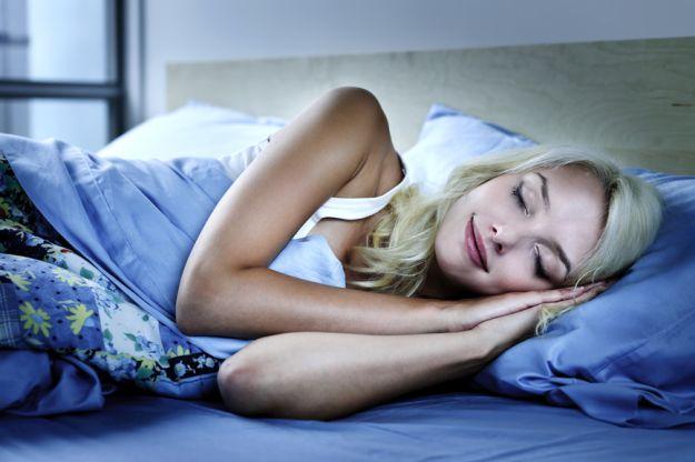Jak się wysypiać w zimne noce?