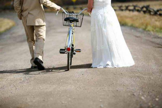 nowożeńcy na rowerze
