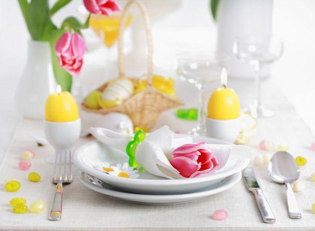 Radosne ozdoby wielkanocnego stołu